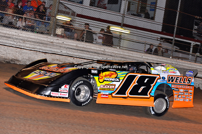 Feb 20, 2014; 7:02:33 PM;  Barberville, FL, USA;  World of Outlaws Late Model Series for 43rd Annual DIRTcar Nationals presented by Summit Racing Equipment at Volusia Speedway Park.  Mandatory Credit: (thesportswire.net)