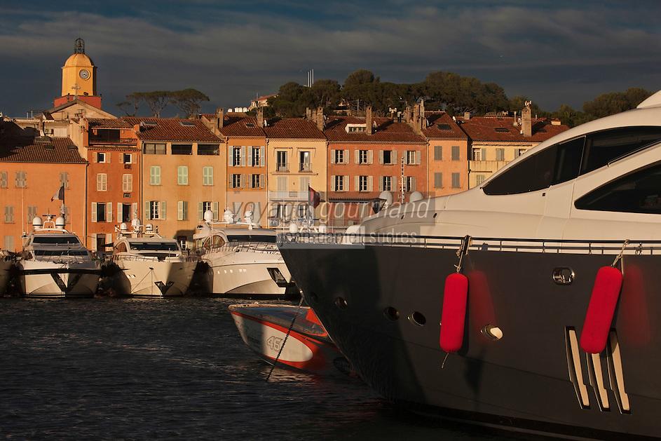 Europe/France/Provence -Alpes-Cote d'Azur/83/Var/Saint-Tropez: Le port, ses Yachts et l'église