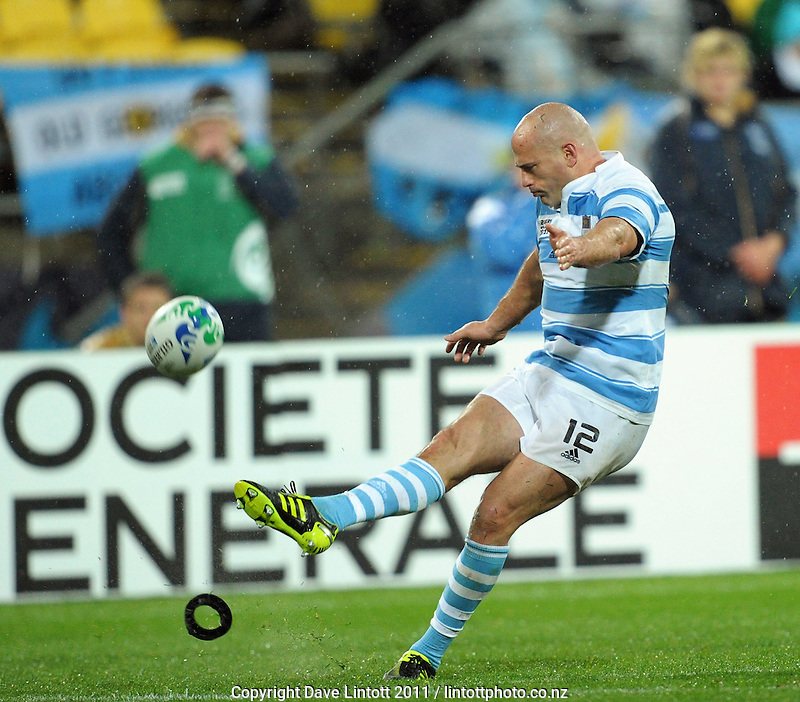 Argentina captain Felipe Contepomi kicks the winning conversion during the Argentina v Scotland pool B match of the 2011 IRB Rugby World Cup at Wellington Regional Stadium, Wellington, New Zealand on Sunday, 25 September 2011. Photo: Dave Lintott / lintottphoto.co.nz
