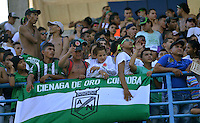 MONTERIA - COLOMBIA - 12-04-2015: Hinchas de Nacional animan a su equipo durante partido entre Jaguares FC y Atlético Nacional por la fecha 15 de la Liga Aguila I 2015 jugado en el estadio Municipal de Monteria. / Followers of Nacional greet their team during a match between Jaguares FC and Atletico Nacional for the  date 15 of the Liga Aguila I 2015 at the Municipal de Monteria Stadium in Monteria city, Photo: VizzorImage / Jose Perdomo / Cont.