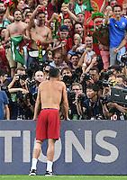 FUSSBALL EURO 2016 FINALE IN PARIS  Portugal - Frankreich     10.07.2016 JUBEL Portugal; Cristiano Ronaldo steht vor den Fotografen