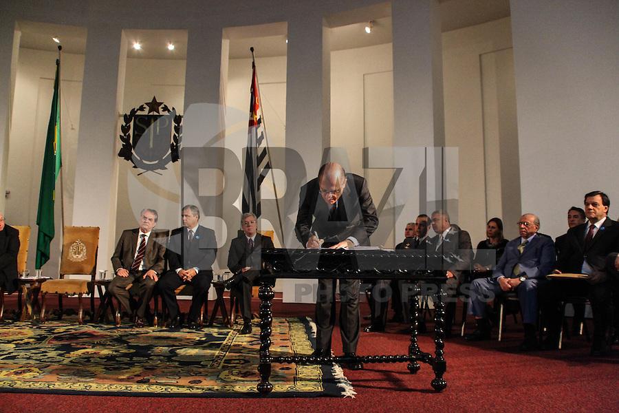 SAO PAULO, 08 DE AGOSTO DE 2012. POSSE DE 200 NOVOS DELEGADOS.  o governador Geraldo Alckmin, durante a cerimônia de posse de 200 novos delegados no Palacio dos Bandeirantes na manhã desta quarta feira. FOTO ADRIANA SPACA - BRAZIL PHOTO PRESS