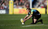 Nick Evans of Harlequins prepares to take a penalty kick during the Aviva Premiership Rugby match between Harlequins and London Irish at The Twickenham Stoop on Saturday 7th March 2015 (Photo by Rob Munro)