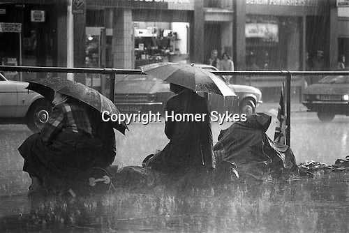 Silver Jubilee Street 1977. UK.  Well wishers wait all night in often pouring rain for the Silver Jubilee royal procession the following morning.<br /> <br /> My ref 32/2063/,1977,