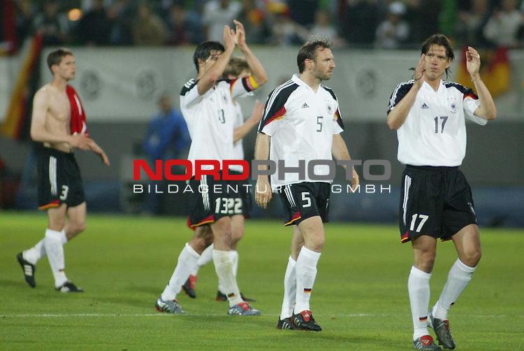 Fussball Laenderspiel EM-Vorbereitung<br /> <br /> Deutschland vs. Malta <br /> <br /> Ein Danke nach dem Spiel<br /> Foto &copy; nordphoto/Guenter Schroeder  *** Local Caption *** Foto ist honorarpflichtig! zzgl. gesetzl. MwSt<br /> Belegexemplar erforderlich<br /> Adresse: nordphoto<br /> Georg-Reinke-Strasse 1<br /> 49377 Vechta