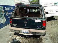 Quer&eacute;taro, Qro. 01 de Enero de 2016.- Tras persecuci&oacute;n, logran detener a Jos&eacute; Antonio Arias Becerra; presunto ladr&oacute;n reincidente, que hab&iacute;a robado una camioneta en la madrugada de este primer d&iacute;a del a&ntilde;o. Los propietarios del veh&iacute;culo dieron aviso a la polic&iacute;a despu&eacute;s de ver pasar su camioneta manejada por un desconocido; lo que desat&oacute; una persecuci&oacute;n que terminar&iacute;a en choque del ladr&oacute;n a un cami&oacute;n de transporte p&uacute;blico y su arresto.<br /> <br /> Foto: Obture