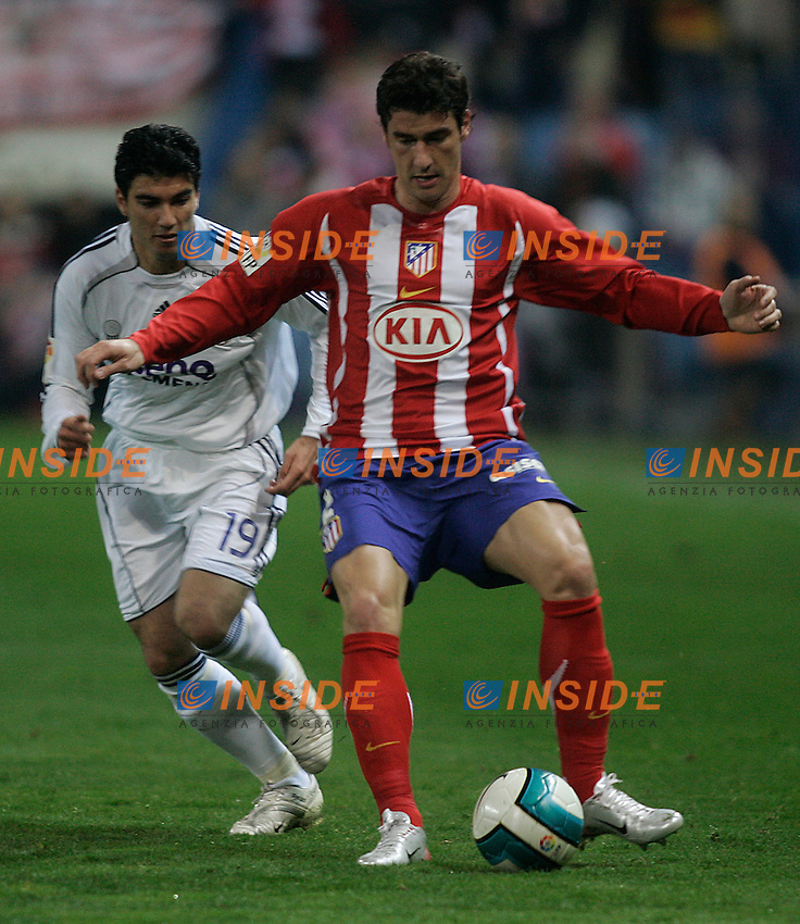 Atletico de Madrid's Giourkas Seitaridis (r) and Real Madrid's Jose Antonio Reyes (l) during  the Spanish League match between Atletico de Madrid and Real Madrid at Vicente Calderon Stadium in Madrid, Saturday February 24 2007. (INSIDE/ALTERPHOTOS/B.echavarri).
