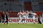 kollektiver Torjubel  nach dem Tor <br />zum 1-1 von Rouwen HENNINGS ( Fortuna Duesseldorf).<br />Re:Jeffrey GOUWELEEUW (Augsburg).<br />Li:Noah Joel SARENREN BAZEE (FC Augsburg),<br />Raphael FRAMBERGER (FC Augsburg).<br />Fussball 1. Bundesliga, 33.Spieltag, Fortuna Duesseldorf (D) -  FC Augsburg (A), am 20.06.2020 in Duesseldorf/ Deutschland. <br /><br />Fussball 1. Bundesliga, 33.Spieltag, Fortuna Duesseldorf (D) -  FC Augsburg (A), am 20.06.2020 in Duesseldorf/ Deutschland. <br /><br />Foto: AnkeWaelischmiller/Sven Simon/ Pool/ via Meuter/Nordphoto<br /><br /># Editorial use only #<br /># DFL regulations prohibit any use of photographs as image sequences and/or quasi-video #<br /># National and international news- agencies out #
