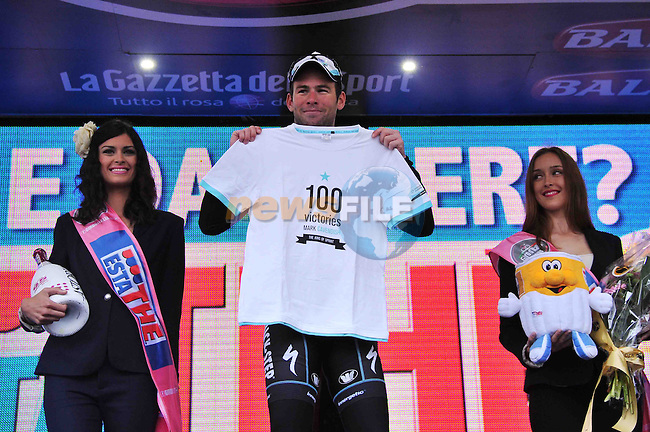 Mark Cavendish (GBR) Omega Pharma-Quick Step takes his 100th victory as he wins Stage 12 of the 2013 Giro d'Italia from Longarone to Treviso. 16th May 2013. <br /> (Photo Gian Mattia D'Alberto-LaPresse/www.newsfile.ie)