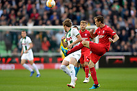 GRONINGEN - Voetbal , FC Groningen - FC Twente , KNVB Beker seizoen 2018-2019, 27-09-2018,  FC Groningen speler Jannik Pohl met FC Twente speler Peet Bijen