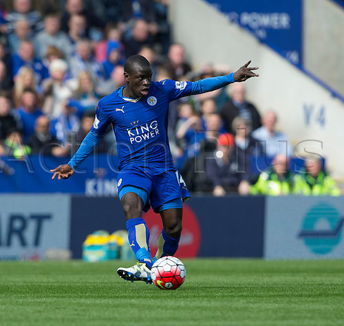 03.04.2016. King Power Stadium, Leicester, England. Barclays Premier League. Leicester versus Southampton.  Leicester City midfielder N'Golo Kante' passes the ball into midfield
