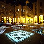 Luci d'artista a Torino. L'opera di Mario Airò in piazza Palazzo di Città. Dicembre 2005...Artist's lights in Turin. The work by Mario Airò. December 2005...Ph. Marco Saroldi. Pho-to.it