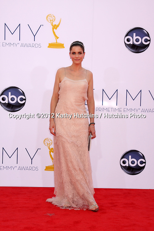 LOS ANGELES - SEP 23:  Amanda Peet arrives at the 2012 Emmy Awards at Nokia Theater on September 23, 2012 in Los Angeles, CA