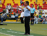 BUCARAMANGA - COLOMBIA, 07-04-2018: Flabio Torres técnico de Deportivo Pasto gesticula durante el encuentro con Atlético Bucaramanga por la fecha 13 de la Liga Águila I 2018 jugado en el estadio Alfonso López de la ciudad de Bucaramanga. / Flabio Torres coach of Deportivo Pasto gestures during match against Atletico Bucaramanga for the date 13 of the Aguila League I 2018 played at Alfonso Lopez stadium in Bucaramanga city. Photo: VizzorImage / Oscar Martínez / Cont