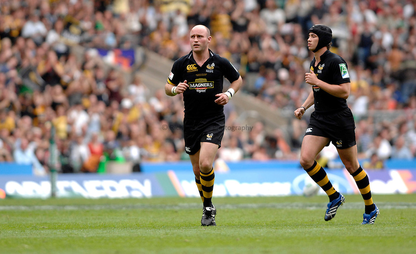 Photo: Richard Lane..London Wasps v Leicester Tigers. Heineken Cup Final. 20/05/2007..Alex King (L) and Danny Cipriani (R) of Wasps.