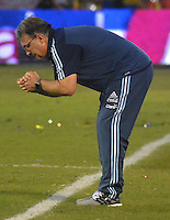 BARRANQUILLA - COLOMBIA - 17-11-2015: Gerardo Martino técnico de Argentina gesticula durante el encuentro con Colombia válido por las clasificación a la Copa Mundo FIFA 2018 Rusia jugado en el estadio Metropolitano Roberto Melendez en Barranquilla. / Gerardo Martino coach of Argentina gestures durng match against Colombia valid for the 2018 FIFA World Cup Russia Qualifiers played at Metropolitan stadium Roberto Melendez in Barranquilla. Photo: VizzorImage / Alfonso Cervantes / Str