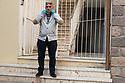 9 aprile 2020, Sassari, via Don Minzoni. Tore Sechi, un mio vicino di casa, esce per andare a fare la spesa.