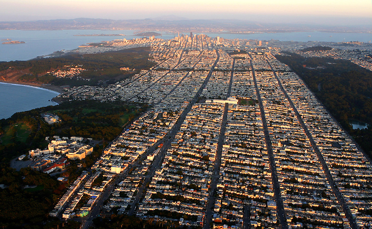 October 29, 2005; San Francisco, CA, USA; Aerial view from the Sunset neighborhood to downtown San Francisco, CA. Photo by: Phillip Carter