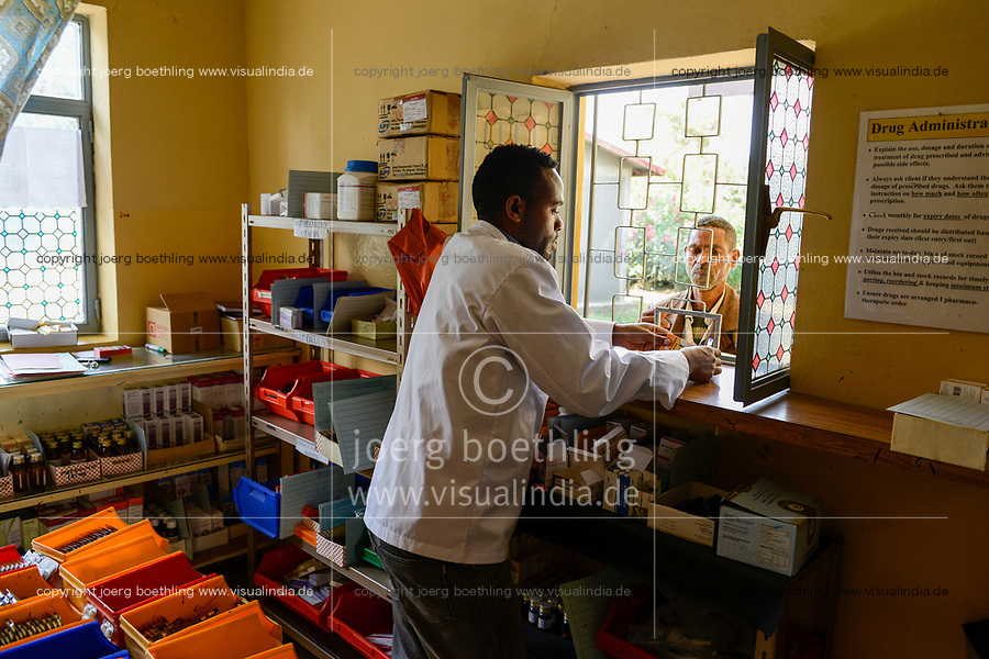 ETHIOPIA Taza Catholic Health Center , dispensary / AETHIOPIEN Taza Catholic Health Center, Apotheke