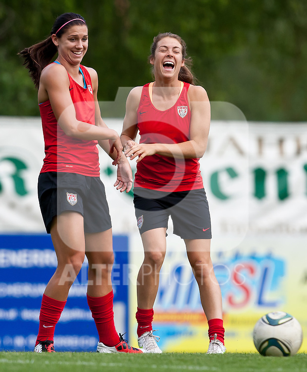 15.06.2011, Steinbergstadion, Leogang, AUT, FIFA WOMENS WORLDCUP 2011, PREPERATION, USA, im Bild Alex Morgan, (USA, #13), Kelley O'Hara, (USA, #5) während eines Trainings zur Vorbereitung auf die FIFA Damen Fussball Weltmeisterschaft 2011 in Deutschland // during a Trainingssession for the FIFA Women´s Worldcup 2011 in Germany, on 2011/06/15, Steinberg Stadium, Leogang, Austria, EXPA Pictures © 2011, PhotoCredit: EXPA/ J. Feichter