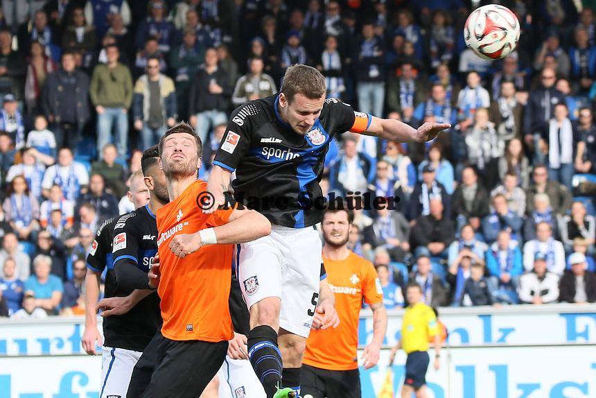 Manuel Konrad (FSV) klaert vor Ronny Koenig (SV98) - FSV Frankfurt vs. SV Darmstadt 98, Frankfurter Volksbank Stadion