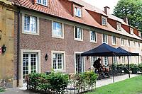 MARIENHOF - Voetbal, Trainingskamp FC Groningen , seizoen 2017-2018, 13-07-2017, logeren in klooster met fietsen onder afdak