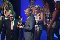 SAO PAULO, SP,  03 DEZEMBRO 2012 - PREMIACAO CRAQUE DO BRASILEIRO 2012 - Diego Cavalieri goleiro do Fluminense recebe o premio de melhor goleiro da competicao durante premiacao Craque do Brasileirao 2012 no HSBC Brasil na região sul da capital paulista na noite desta segunda-feira, 03. (FOTO: WILLIAM VOLCOV / BRAZIL PHOTO PRESS).