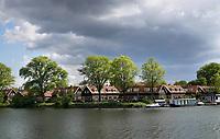 Nederland - Amsterdam - 2019. Amsterdam Noord. Huizen aan het water.  Foto Berlinda van Dam / Hollandse Hoogte