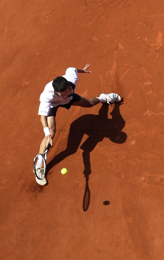Photo. Richard Lane. .Roland Garros 2001, French Open Tennis. 30/5/2001.Tim Henman of Great Britain returns during  victory over Sjeng Schalken of Holland 6-4, 6-2, 6-2 in the second round.