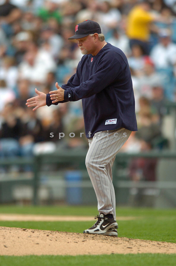 Ron Gardenhire, of the Minnesota Twins, during their game against the Chicago White Sox on April 23, 2006 in Chicago...Sox  win 7-3..David Durochik / SportPics