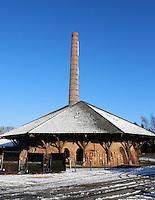 Zevenaar - Buitengoed de Panoven is een voormalige dakpan- en steenfabriek uit 1850 en is nu omgetoverd tot een goed bewaard industrieel erfgoed. De voormalige fabriek kent een unieke zigzagoven, de laatste zigzagoven van heel West Europa die nog in tact is gebleven. Tot 1924 werden op de Panoven vier producten gebakken: dakpannen, tegels, drainagebuizen en bakstenen. Na 1924 is het hoofdproduct een ambachtelijke baksteen geworden voor de particuliere huizenmarkt.