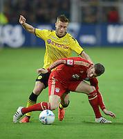 FUSSBALL   1. BUNDESLIGA   SAISON 2011/2012   30. SPIELTAG Borussia Dortmund - FC Bayern Muenchen            11.04.2012 Jakub  KUBA Blaszczykowski (hinten, Borussia Dortmund) gegen Toni Kroos (vorn, FC Bayern Muenchen)