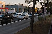 S&Atilde;O PAULO-SP-11,08,2014-TR&Acirc;NSITO/AVENIDA REBOU&Ccedil;AS-- Motorista segue com tr&acirc;nsito lento na Avenida Rebou&ccedil;as sentido centro            na regi&atilde;o Oeste da cidade de S&atilde;o Paulo,na tarde dessa segunda-feira,11<br /> (Foto:Kevin David/Brazil Photo Press)