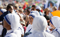 Suore Missionarie della Carita' in Piazza San Pietro durante la messa celebrata da Papa Francesco per la canonizzazione di Madre Teresa di Calcutta, Citta' del Vaticano, 4 settembre 2016.<br /> Nuns of the Sisters of the Missionaries of Charity in St. Peter's Square on the occasion of a mass celebrated by Pope Francis for the canonization of Mother Teresa, at the Vatican, 4 September 2016.<br /> <br /> UPDATE IMAGES PRESS/Riccardo De Luca<br /> STRICTLY ONLY FOR EDITORIAL USE