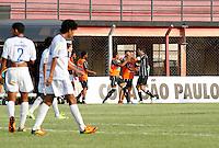 GUARULHOS, SP, 04 JANEIRO 2011 - COPA SAO PAULO DE FUTEBOL JUNIOR 2012 - <br /> Jogadores do Figueirense comemoram gol duarante  partida entre as equipes do Figueirense  x Nacional - AM realizada no Est&aacute;dio Municipal Ant&ocirc;nio Soares de Oliveira Guarulhos (SP), v&aacute;lida pela 1&ordf; Rodada do Grupo X da Copa S&atilde;o Paulo de Futebol Junior 2012, nesta quarta-feira, 04. (FOTO: ALE VIANNA - NEWS FREE)