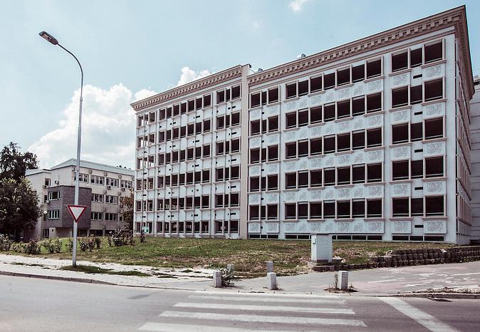 Parkhaus in der N&auml;he des Vardarufer mit einer neuen Fassade<br /><br />Multi-storey car park near Vardar river bank with a new baroque facade<br /><br />Mega-Bauprojekt &quot;Skopje 2014&quot;