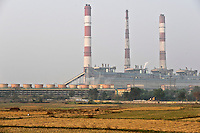 "Südasien Asien Indien IND Westbengalen, Kohlekraftwerk erzeugt Strom mit Kohle aus Bihar und Jharkand. -  Energie | .South Asia India Westbengal, coal power house - energy .| [ copyright (c) Joerg Boethling / agenda , Veroeffentlichung nur gegen Honorar und Belegexemplar an / publication only with royalties and copy to:  agenda PG   Rothestr. 66   Germany D-22765 Hamburg   ph. ++49 40 391 907 14   e-mail: boethling@agenda-fototext.de   www.agenda-fototext.de   Bank: Hamburger Sparkasse  BLZ 200 505 50  Kto. 1281 120 178   IBAN: DE96 2005 0550 1281 1201 78   BIC: ""HASPDEHH"" ,  WEITERE MOTIVE ZU DIESEM THEMA SIND VORHANDEN!! MORE PICTURES ON THIS SUBJECT AVAILABLE!! INDIA PHOTO ARCHIVE: http://www.visualindia.net ] [#0,26,121#]"