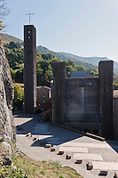 Europe/Espagne/Pays Basque/Guipuscoa/Goierri/Onati: Sanctuaire d'Arrantzazu - Le sanctuaire de Notre Dame d'Arantzazu est un sanctuaire marial situé dans la municipalité d'Oñati au Guipuscoa, dans le Pays basque (Espagne). On y vénère la Vierge d'Arantzazu, patronne de cette province.