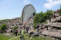 Nederland - Spaarnwoude -2018. De Strong Viking Hills Edition. De Obstacle Run. Eén van de klimmuren in het recreatiegebied Spaarnwoude is onderdeel van deze run. Dit  kunstobject is ontworpen door de Leidse beeldhouwer Frans de Wit en heeft als doel kunst en recreatie te integreren. Foto Berlinda van Dam / Hollandse Hoogte.