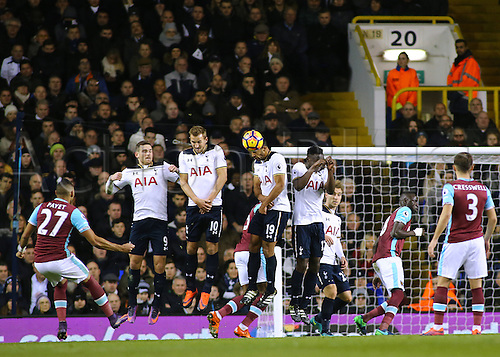 19.11.2016. White Hart Lane, London, England. Premier League Football. Tottenham Hotspur versus West Ham United. Tottenham Hotspur Midfielder Mousa Dembélé heads away West Ham United Midfielder Dimitri Payet's free kick
