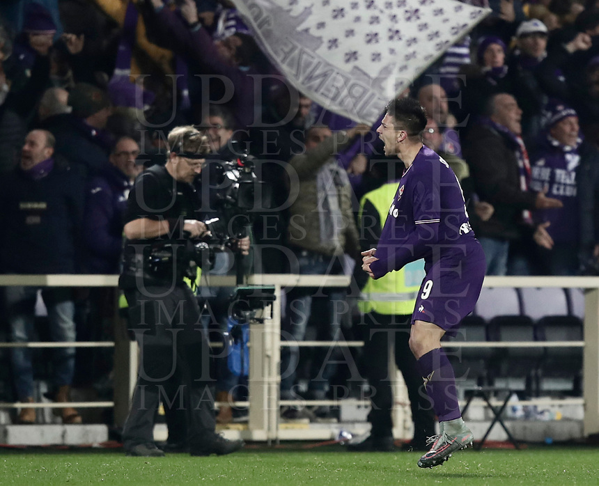 Calcio, Serie A: Fiorentina - Inter, stadio Artemio Franchi Firenze 5 gennaio 2018.<br /> Fiorentina's Giovanni Simeone celebrates during the Italian Serie A football match between Fiorentina and Inter Milan at Florence's Artemio Franchi stadium, January 5 2018.<br /> UPDATE IMAGES PRESS/Isabella Bonotto