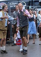 FUSSBALL   1. BUNDESLIGA   SAISON 2012/2013    Die Mannschaft des FC Bayern Muenchen besucht das Oktoberfest am 07.10.2012 Arjen Robben