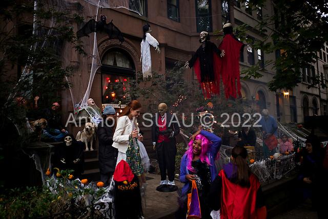Brooklyn, New York<br /> Park Slope<br /> October 31, 2014<br /> <br /> Halloween in Brooklyn.