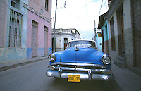 11 FEB 2003 - SANTA CLARA, CUBA - Cuban street scene .(PHOTO (C) NIGEL FARROW)