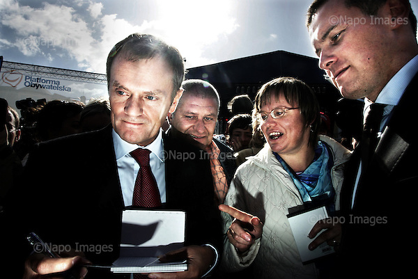 Gniezno 15.09.2007 Poland<br /> Mr Donald Tusk, Polish Prime Minister and a leader of Civic Platform ( liberal fraction ) with Electorate.<br /> Photo: Adam Lach / Napo Images