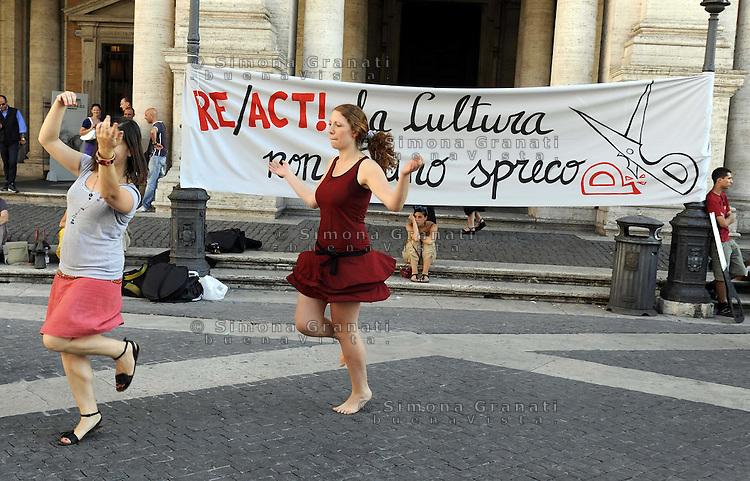 """Roma, 5 Luglio 2010.Piazza del Campidoglio.RE/ACT.manifestazione di associazioni e centri sociali contro i tagli ai fondi per la cultura..""""la cultura non è uno spreco"""".demonstration of associations and social centers against cuts in funding for culture.""""Culture is not a waste"""""""