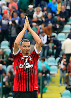 "Calcio, Serie A: Siena-Milan. Siena, stadio ""Artemio Franchi"" , 29 aprile 2012..Football, Italian serie A: Siena vs AC Milan. Siena's ""Artemio Franchi"" stadium, 29 april 2012..AC Milan forward Zlatan Ibrahimovic, of Sweden, applauds fans at the end of the match. AC Milan won 4-1..UPDATE IMAGES PRESS/Riccardo De Luca"