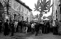 Roma.Centro sociale occupato Forte Prenestino.Festa del raccoltodella marjiuana.Rome.Social Center Forte Prenestino.marjiuana harvest festival.