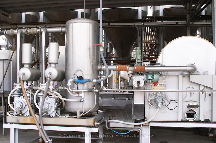 Filter. Bentonite. Bacalhoa Vinhos, Azeitao, Portugal