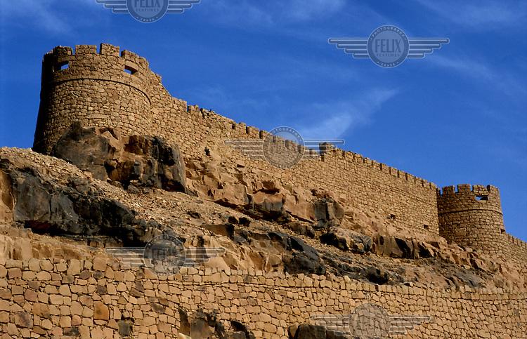 The Italian fort on Kukemen Mount overlooking the Berber medina in Ghat.